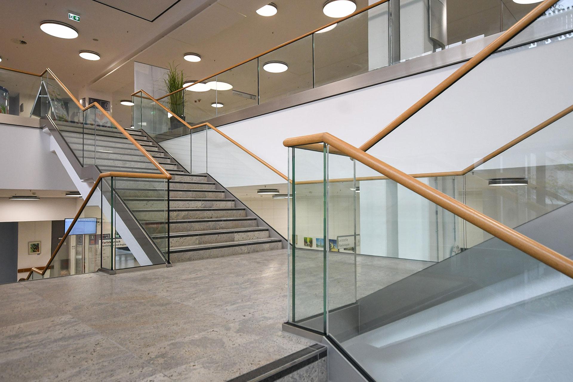 Moderne Geländer aus Glas